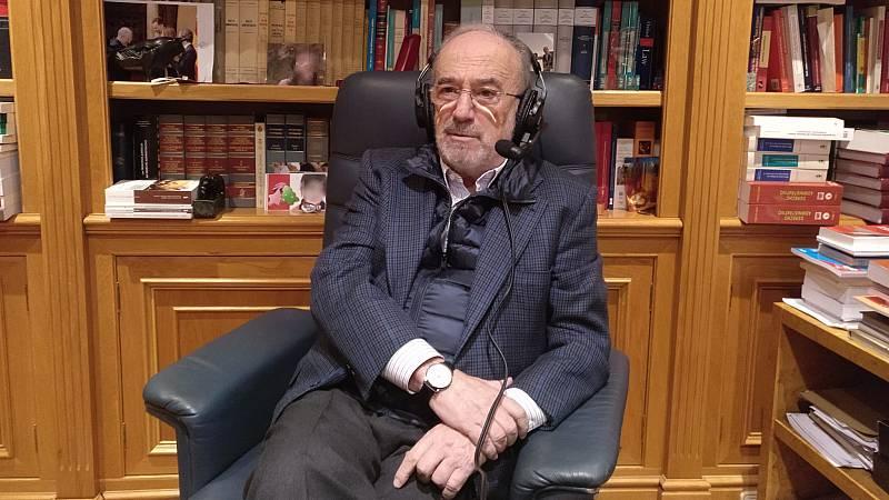 """Las Mañanas de RNE -  Muñoz Machado (RAE) sobre la Constitución: """"Los textos de ese calibre hay que mantenerlos siempre revisados y a punto"""" - Escuchar ahora"""
