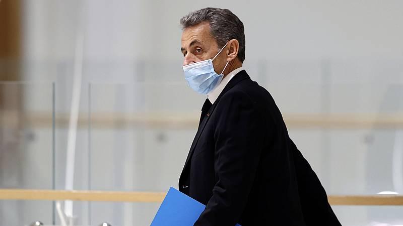 24 horas - Sarkozy se sienta en el banquillo de los acusados - Escuchar ahora