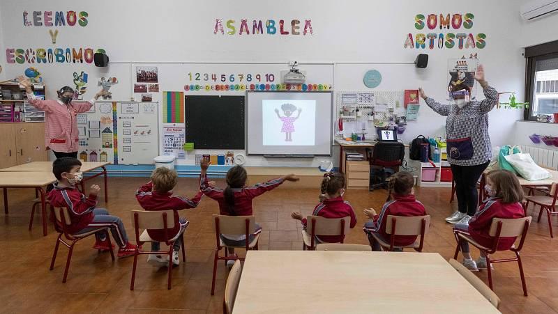 Boletines RNE - Los alumnos de primaria empeoran en ciencias y matemáticas - Escuchar ahora