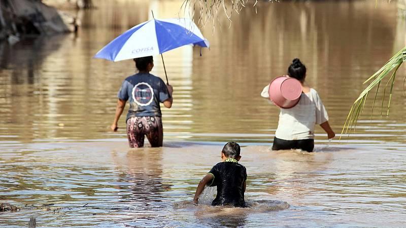Reportajes 5 Continentes - Honduras, devastado después del paso de 2 huracanes - Escuchar ahora