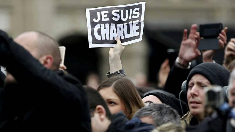Boletines RNE - Penas de entre cuatro años y cadena perpetua por los atentados de Charlie Hebdó - Escuchar ahora