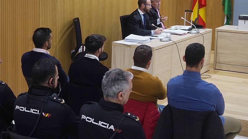 20 horas Fin de Semana - El Supremo confirma la sentencia a dos miembros de 'La Manada' por hacer fotos y grabar - Escuchar ahora