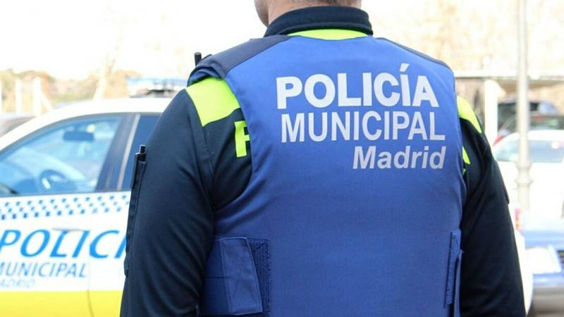 Boletines RNE - Dos policías municipales detenidos por abuso sexual en Madrid - Escuchar ahora