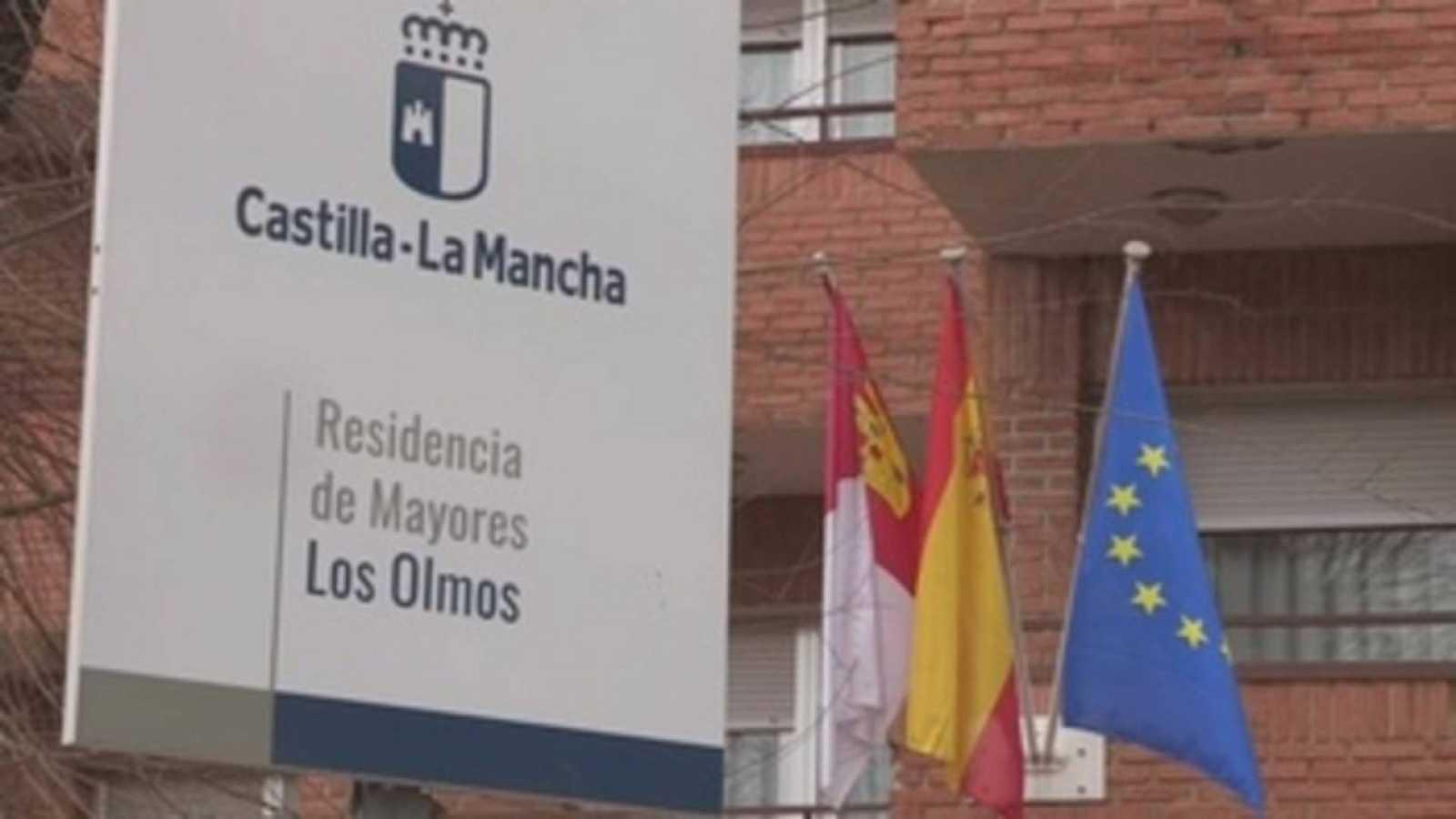 20 horas informativos Fin de semana - Dos personas de la residencia de Los Olmos en Guadalajara los primeros en ser vacunados - Escuchar ahora