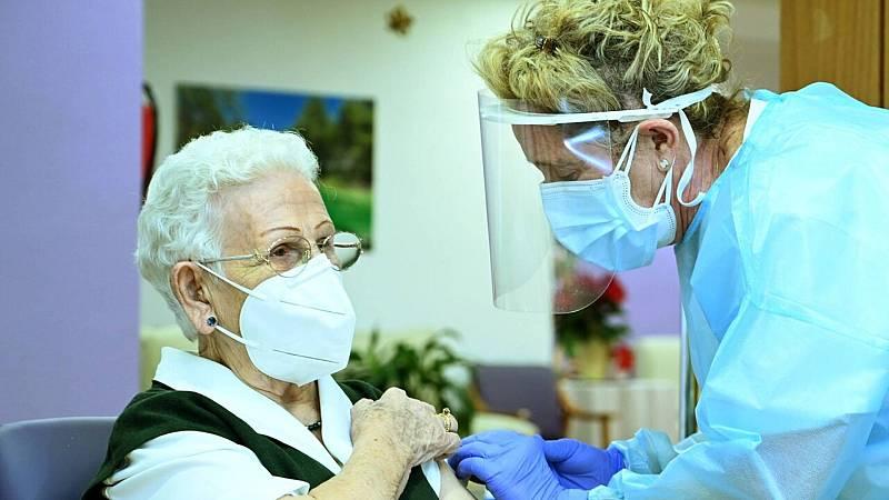 14 horas Fin de semana - Araceli, 96 años, primera dosis de la vacuna contra el coronavirus, quedará en los anales - Escuchar ahora