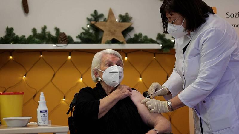 14 horas Fin de semana - Vacunas también en la UE con la esperanza de recuperar una normalidad arrabatada por la covid - Escuchar ahora