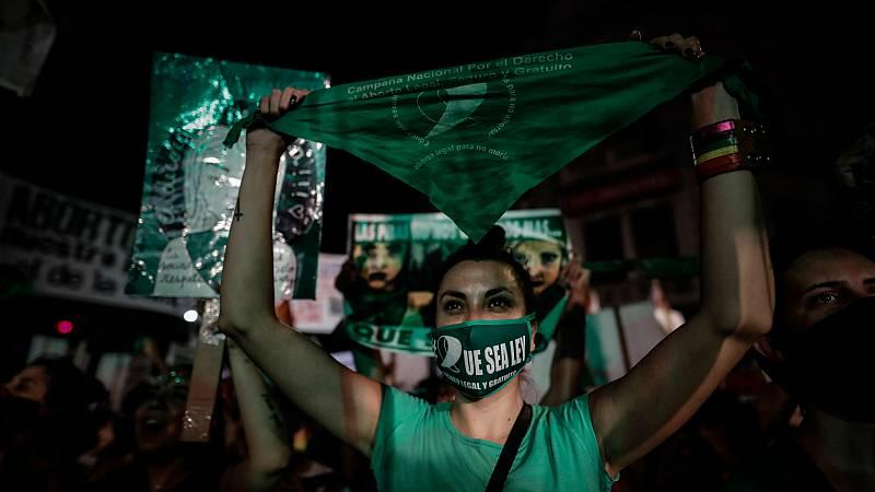 14 horas - Argentina legaliza el aborto voluntario hasta la semana 14 - Escuchar ahora