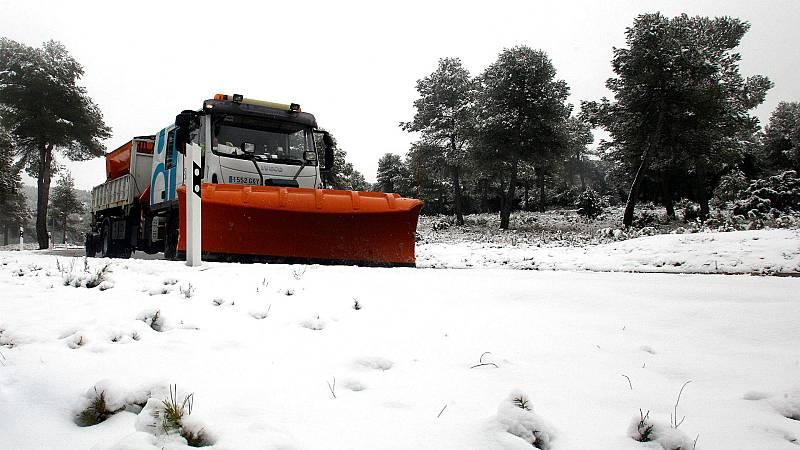 Las mañanas de RNE con Íñigo Alfonso - La DGT pide extremar la precaución por las fuertes nevadas - Escuchar ahora