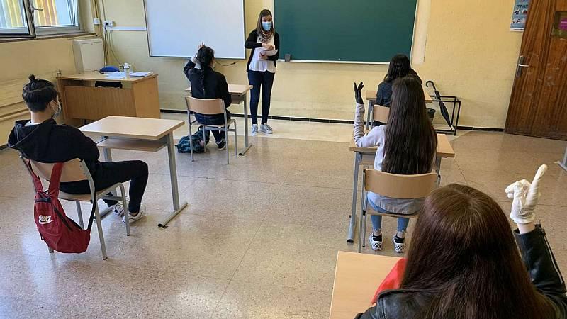 Las mañanas de RNE con Íñigo Alfonso - Controversia entre los expertos sobre si retrasar o no la vuelta a las aulas - Escuchar ahora