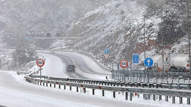 14 horas - Así están las carreteras tras el paso de Filomena: 140 vías continúan cortadas y en otras 300 se precisan cadenas - Escuchar ahora