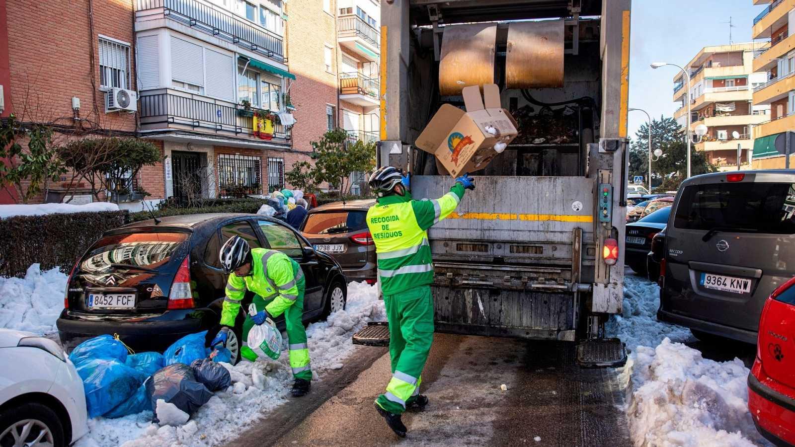 14 horas - En Madrid ya no sólo preocupa el hielo de las aceras: árboles caídos, tuberías congeladas y chupones en los tejados - Escuchar ahora