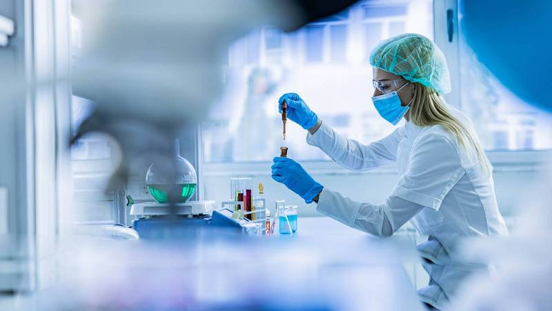 14 horas - La lucha contra el 'efecto Matilda' que invisibiliza a las mujeres científicas - Escuchar ahora