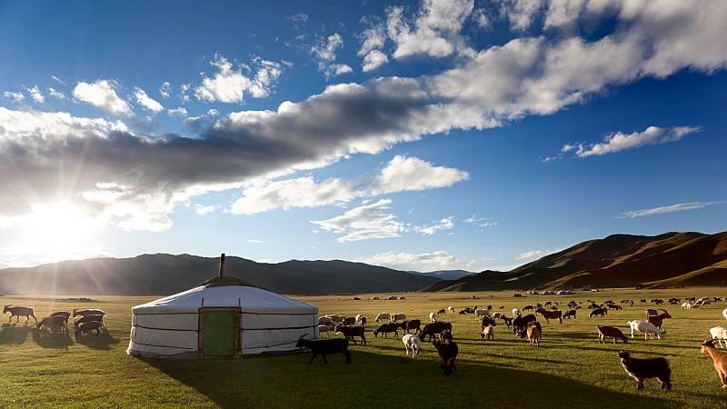 La vuelta al mundo con Miquel Silvestre - Ederne Zu-Mongolia - 24/12/20 - Escuchar ahora