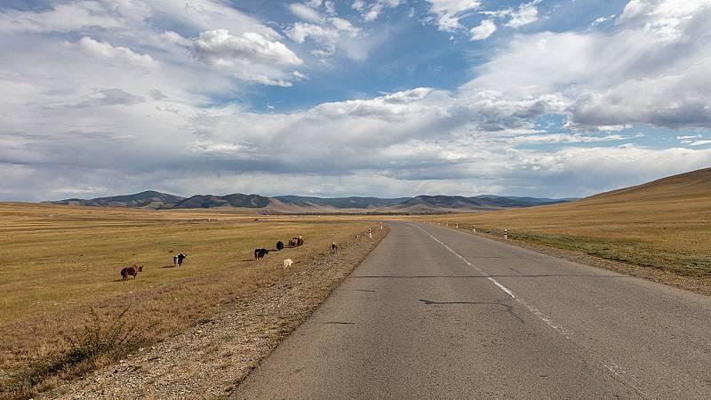 La vuelta al mundo con Miquel Silvestre - En busca del bendito asfalto de Mongolia 6 - 19/11/20 - Escuchar ahora