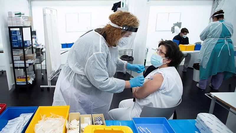 14 horas - España acelera el ritmo de vacunación, pero los expertos ven difícil alcanzar la inmunidad de grupo en verano - Escuchar ahora