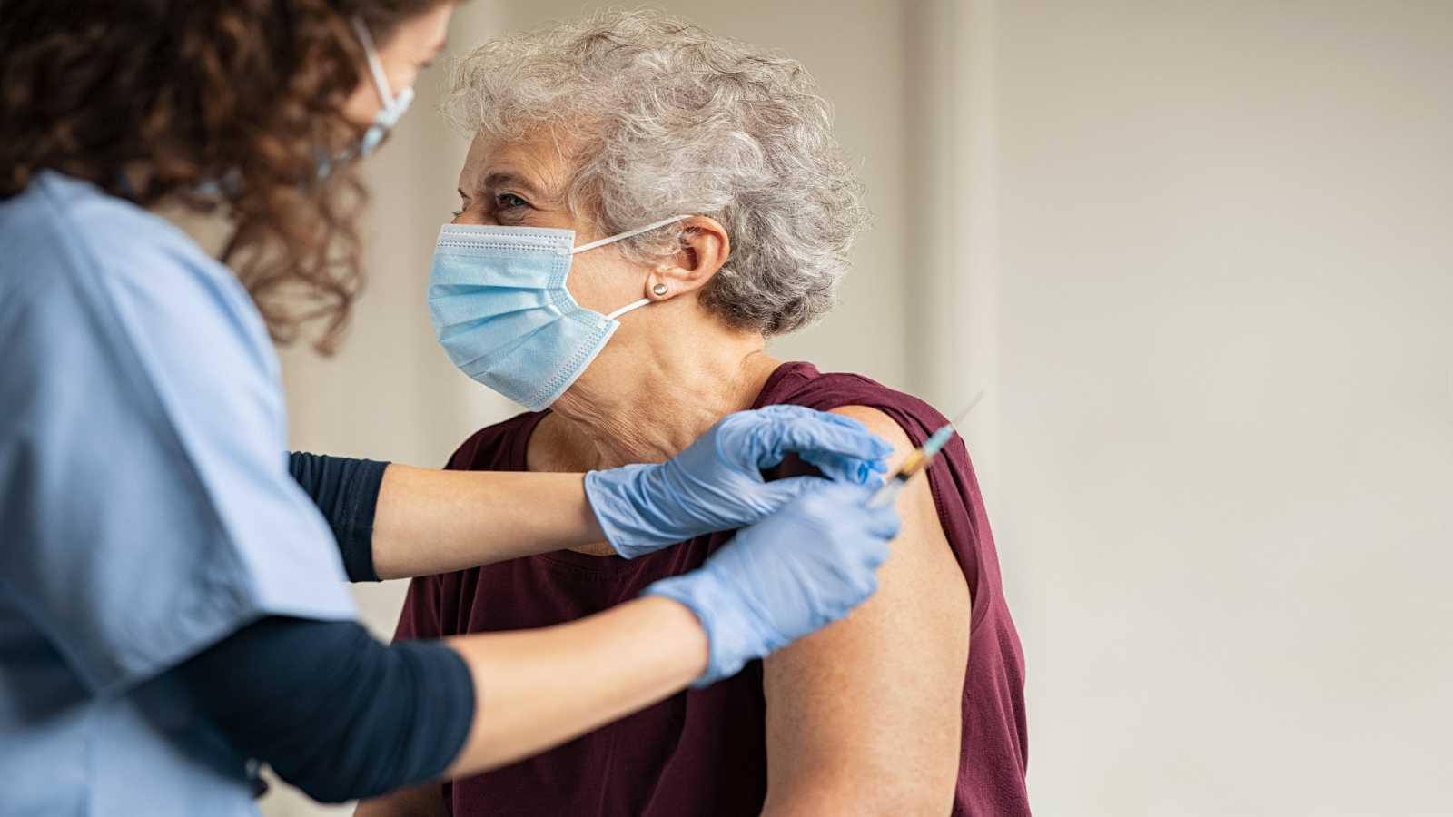 El español urgente con Fundéu RAE - Verbos para las vacunaciones - 18/01/21 - Escuchar ahora