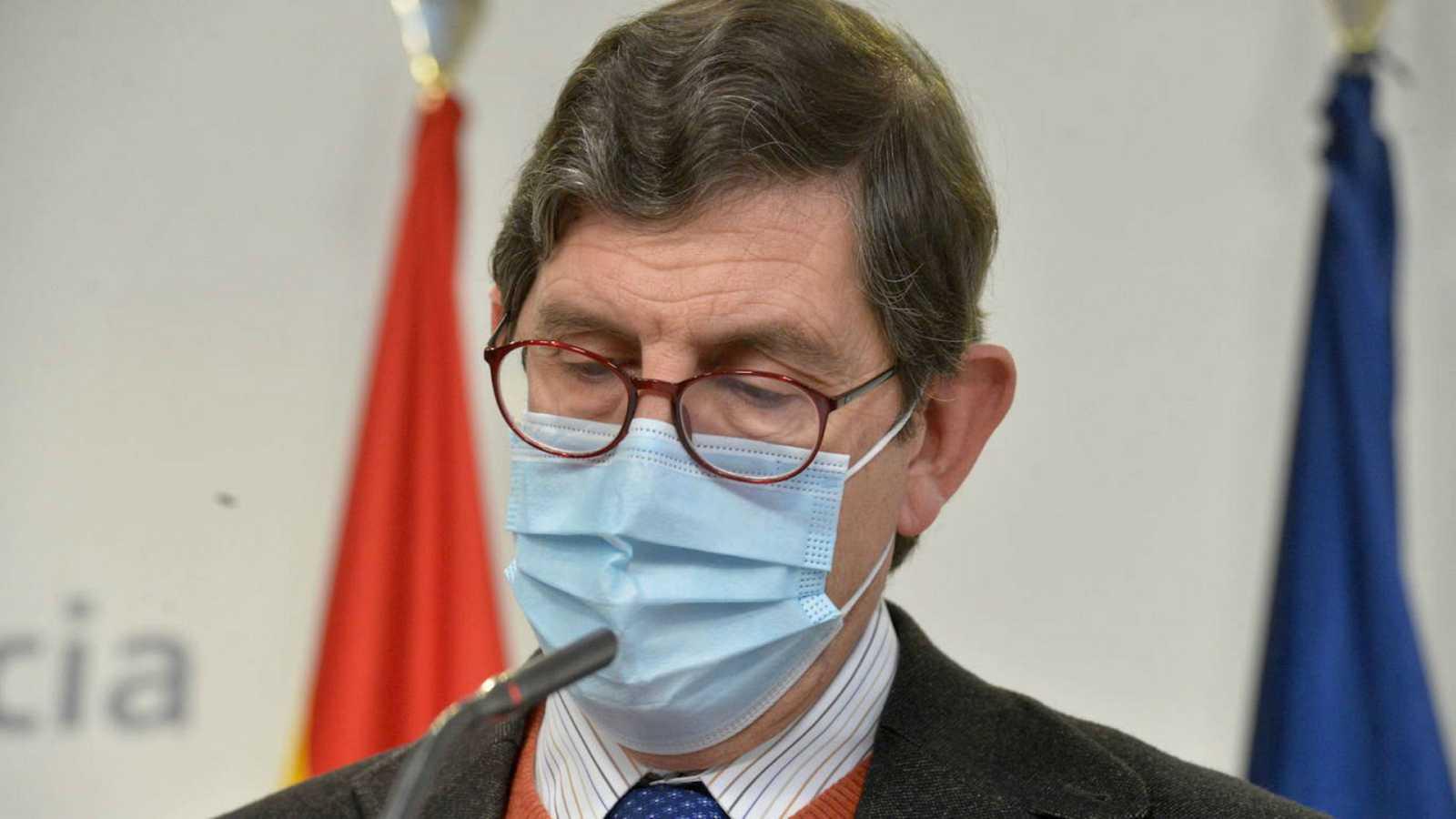 Boletines RNE - El consejero de Salud de Murcia pide perdón por haberse vacunado pero no dimite - Escuchar ahora