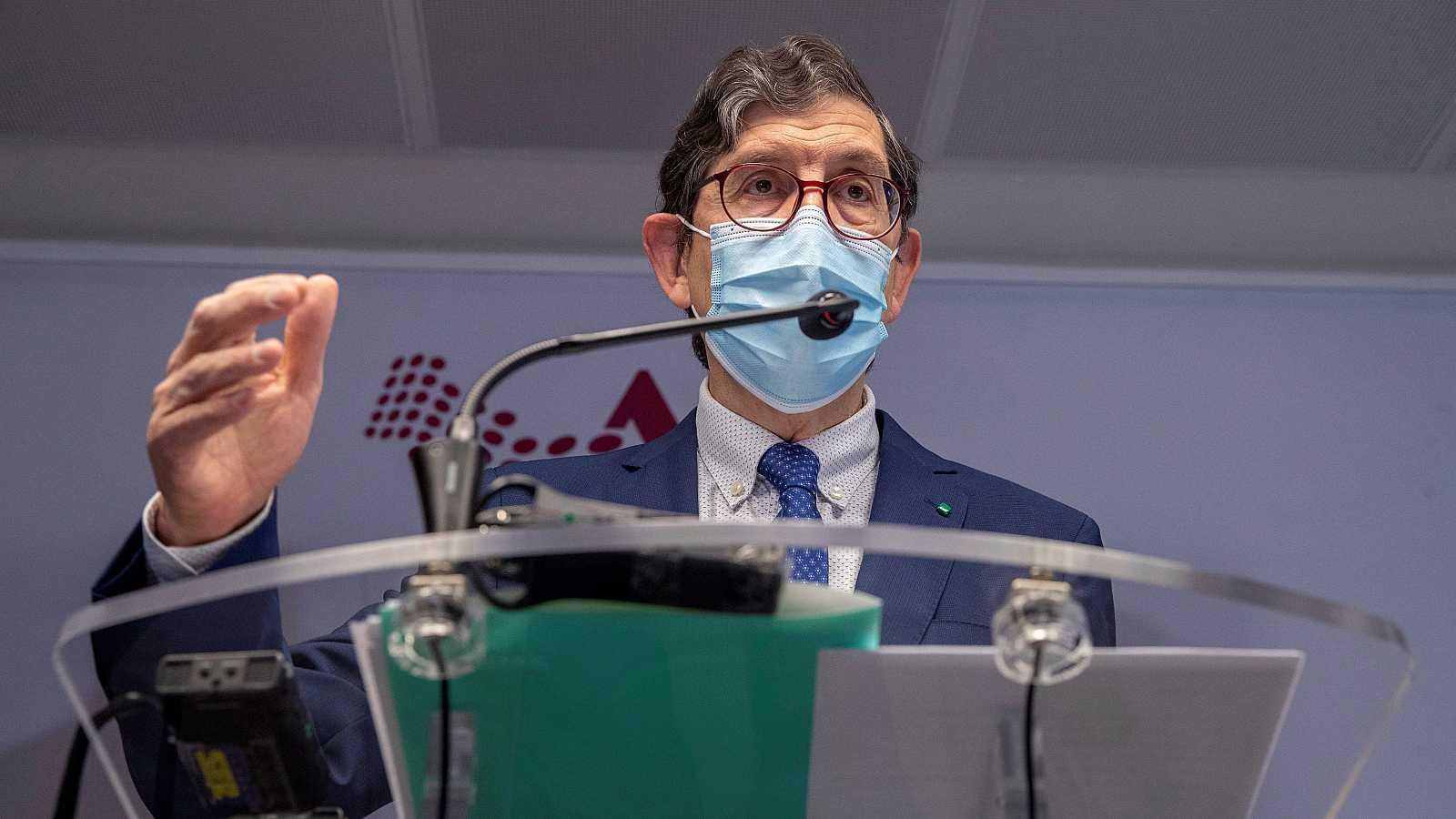 Boletines RNE - Dimite el consejero de Salud de Murcia que se vacunó contra la COVID - Escuchar ahora
