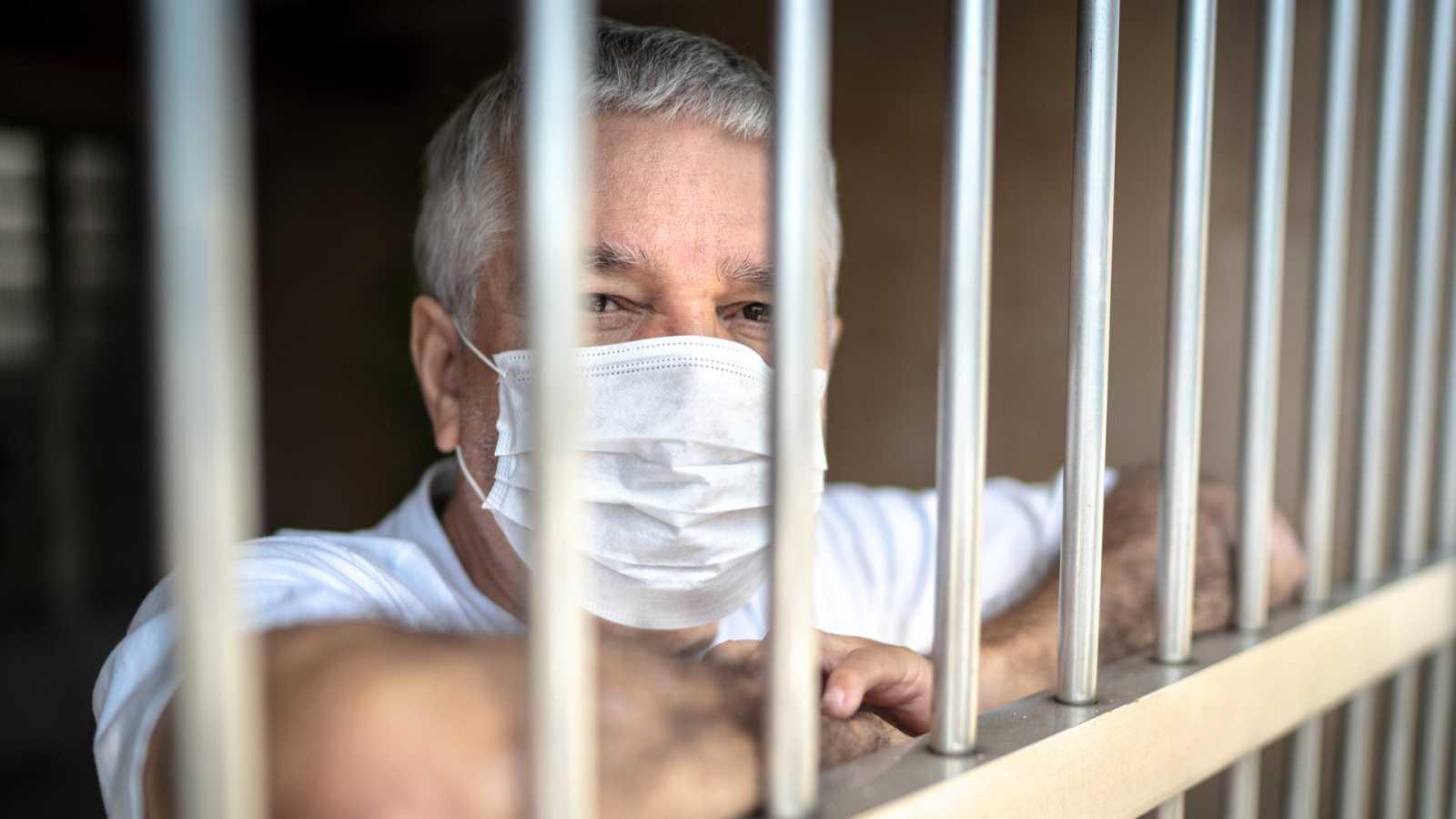 Por tres razones - Cómo están viviendo este confinamiento los presos - Escuchar ahora