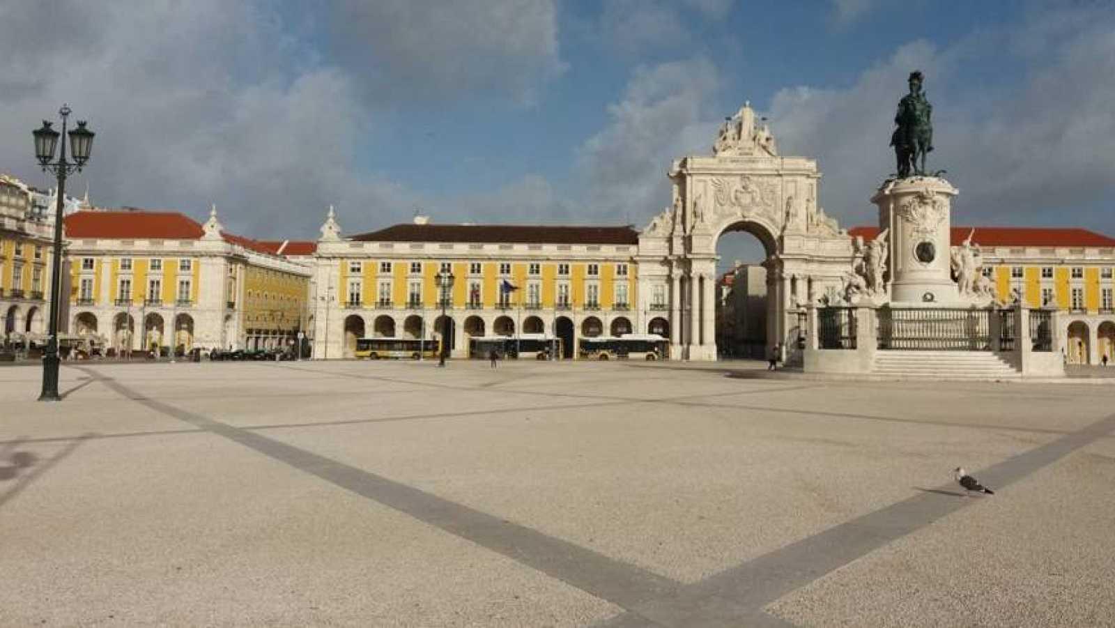 24 horas - Portugal votará el domingo confinado y con los centros educativos cerrados - Escuchar ahora
