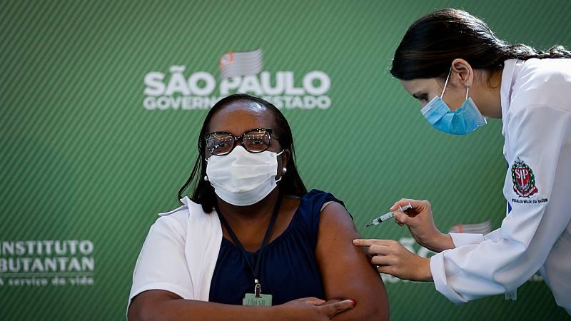 24 horas - ¿Son efectivas las vacunas en el mercado ante las nuevas variantes del coronavirus? - Escuchar ahora