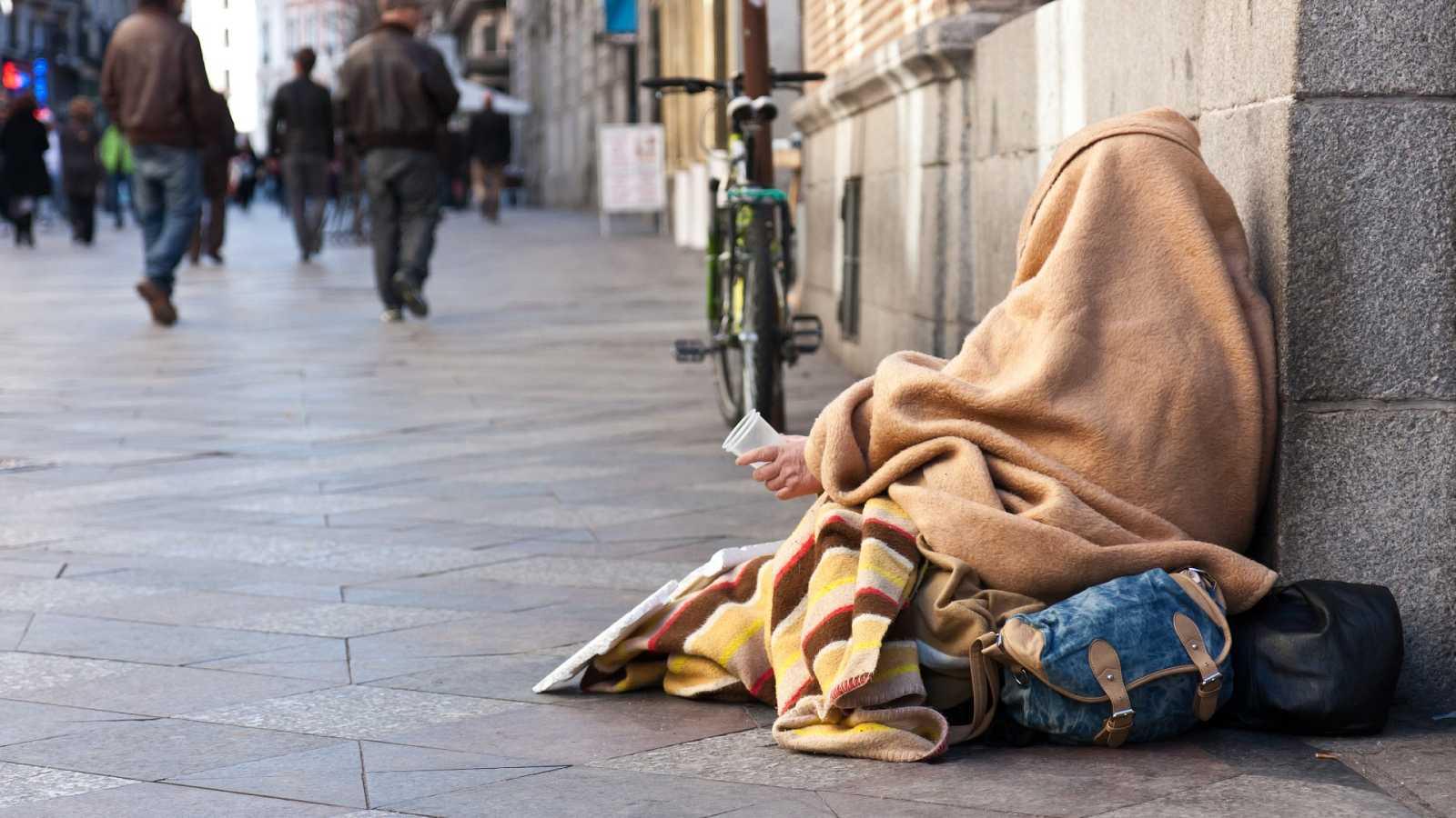 L'impacte de la covid-19 a Espanya podria deixar a un milió de persones més per sota de llindar de la pobresa | Marga Esparza