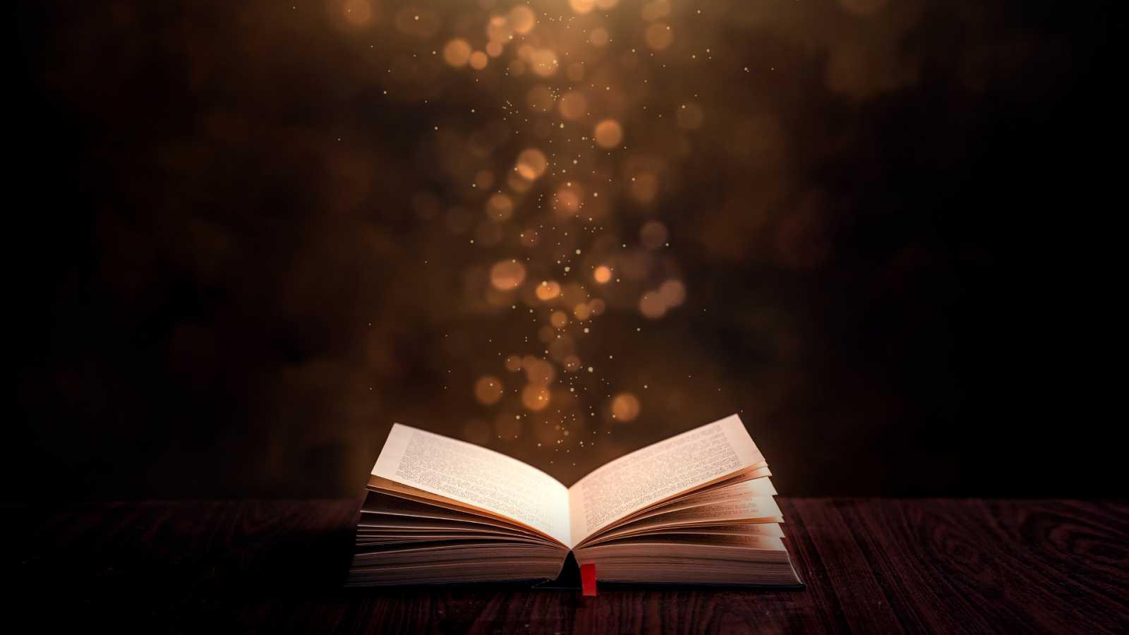 Libros de arena en Radio 5 - Maite R. Ochotorena presenta 'La mensajera del bosque'- 27/01/21 - Escuchar ahora