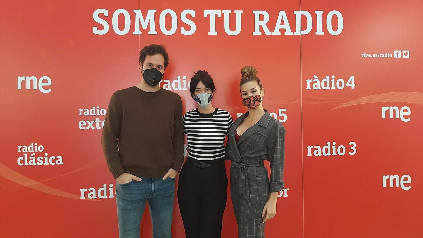 La sala - Estrenamos los monólogos de Inma Cuevas y Emilio Gómez y reunimos a Álex Gadea, Carla Postigo y Carmen Barrantes - 31/01/21 - escuchar ahora