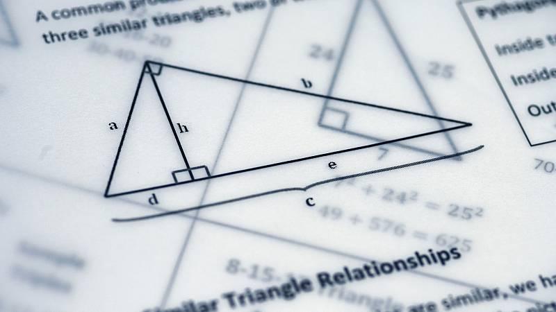 Raíz de 5 - Moda matemática y la chi-cuadrado - 01/02/21 - Escuchar ahora