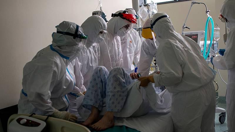 Boletines RNE - España supera los 60.000 fallecidos con COVID tras añadir 565 fallecidos en un día - Escuchar ahora