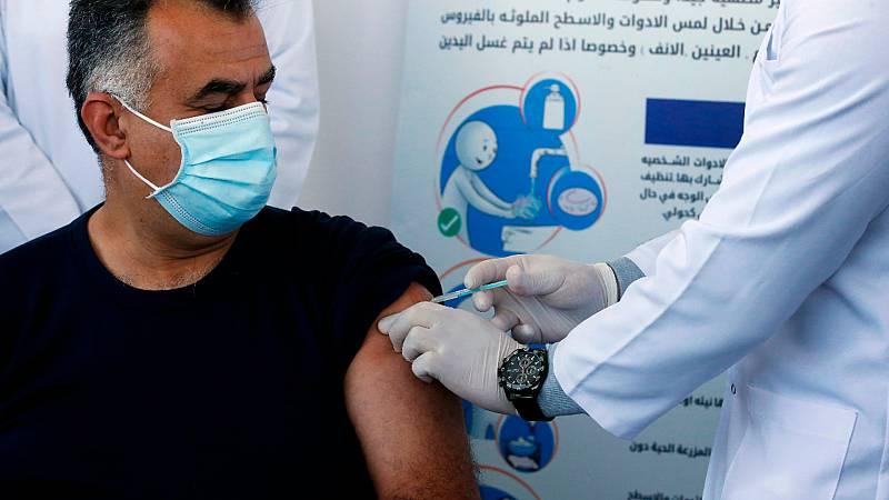 Cinco continentes - Primeras e insuficientes vacunas para Palestina - Escuchar ahora