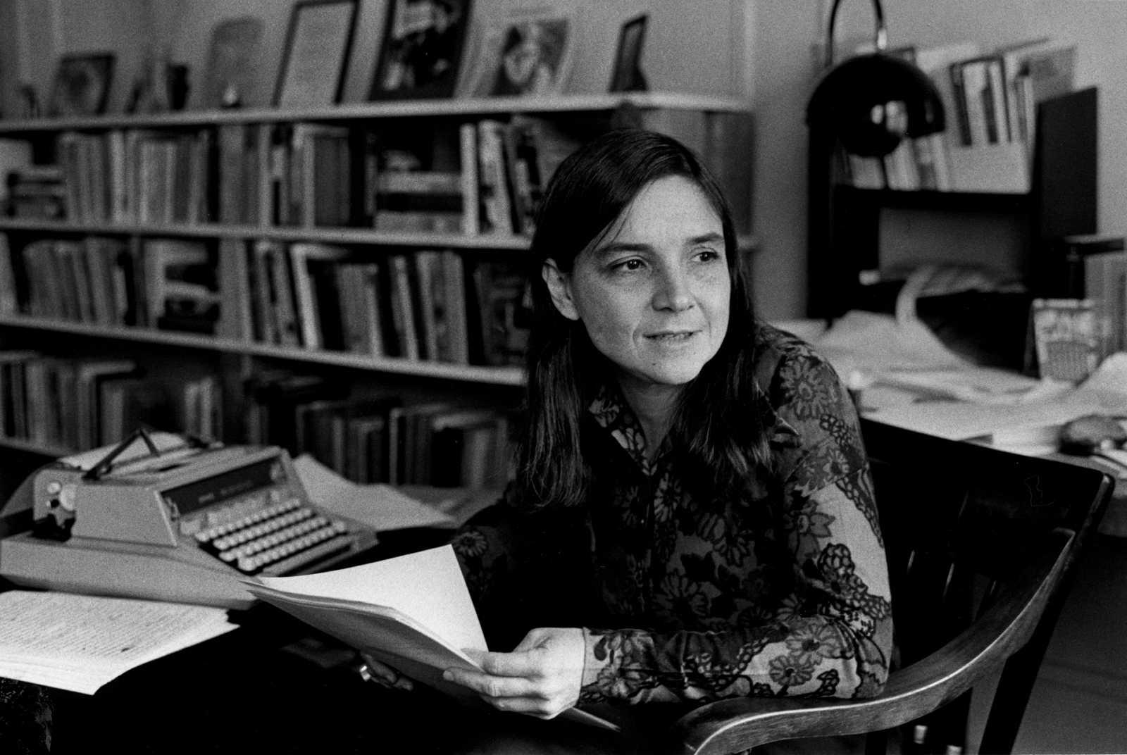 Todos somos sospechosos - Poemas feministas y libros adictivos - 05/02/21 - escuchar ahora