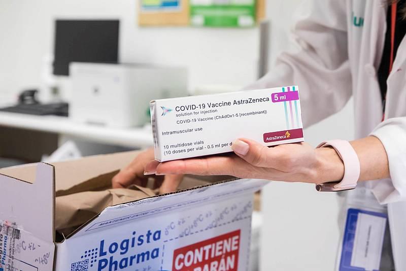 14 horas - España recibe 200.000 vacunas de AstraZeneca para sanitarios que no están en primera fila - Escuchar ahora