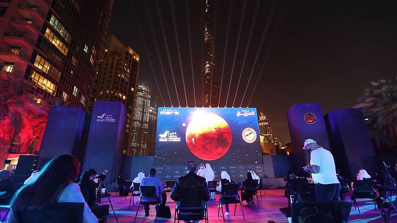 Boletines RNE - La sonda Hope, lanzada por los Emiratos Árabes Unidos, entra en Marte - Escuchar ahora