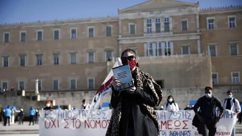14 horas - Protestas en Grecia por la creación de una policía para vigilar las Universidades - Escuchar ahora