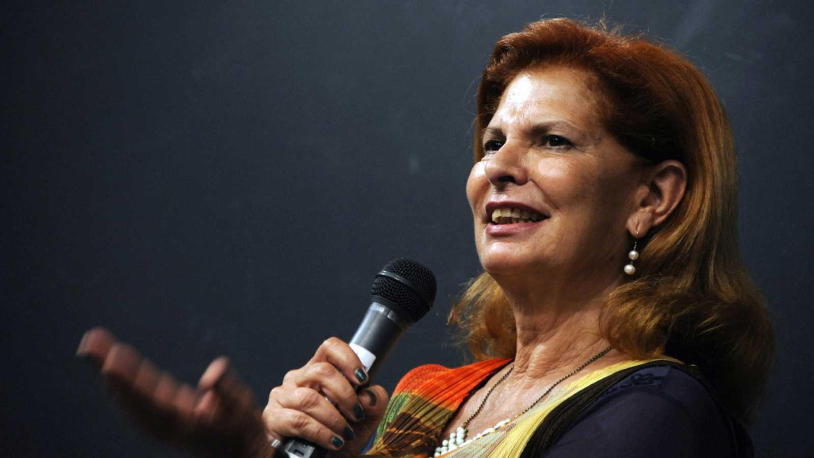 Por tres razones - El armario de Carmen Alborch, una joya - Escuchar ahora