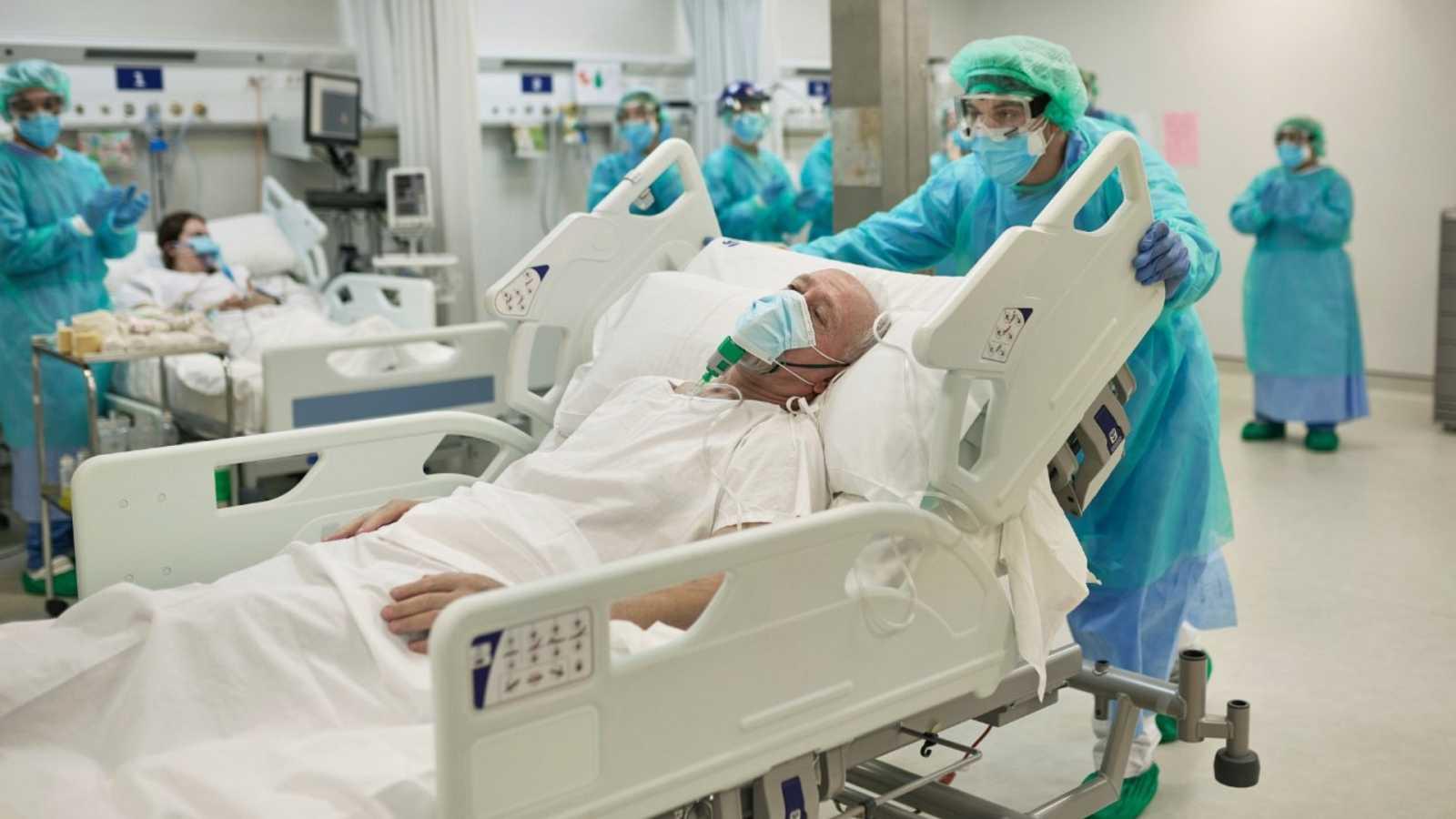 """Por tres razones - Perfil del paciente Covid: """"hablamos de fragilidad no de edad"""" - 15/02/21 - escuchar ahora"""