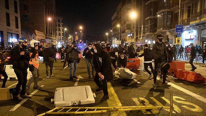 Boletines RNE - Los Mossos abren una investigación sobre los incidentes ocurridos en Barcelona - Escuchar ahora