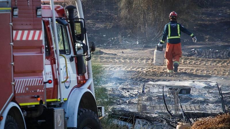 Boletines RNE - Arde un asentamiento de chabolas en Palos de la Frontera (Huelva) - Escuchar ahora