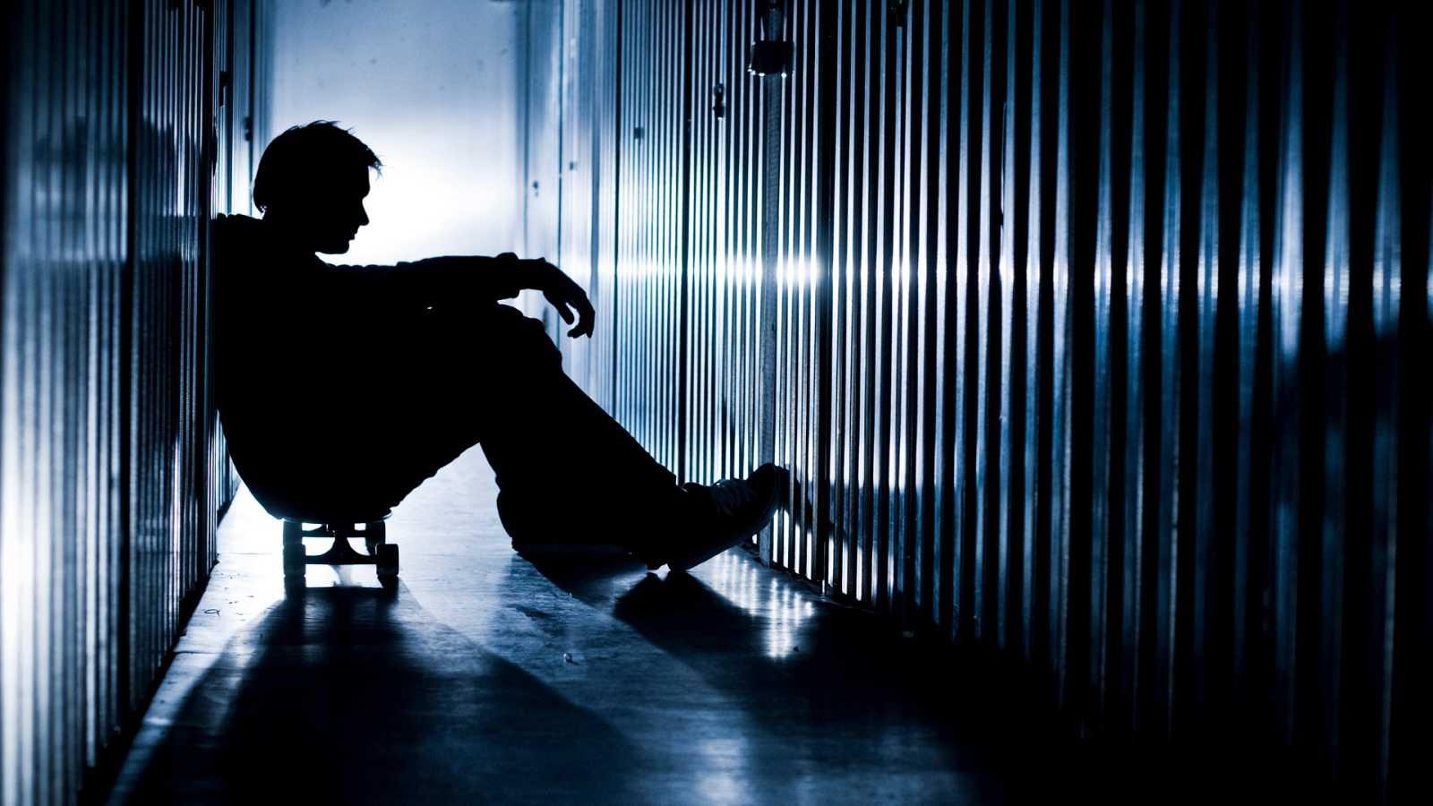 Por tres razones - ¿Cómo se afronta una adicción en la cárcel? - Escuchar ahora