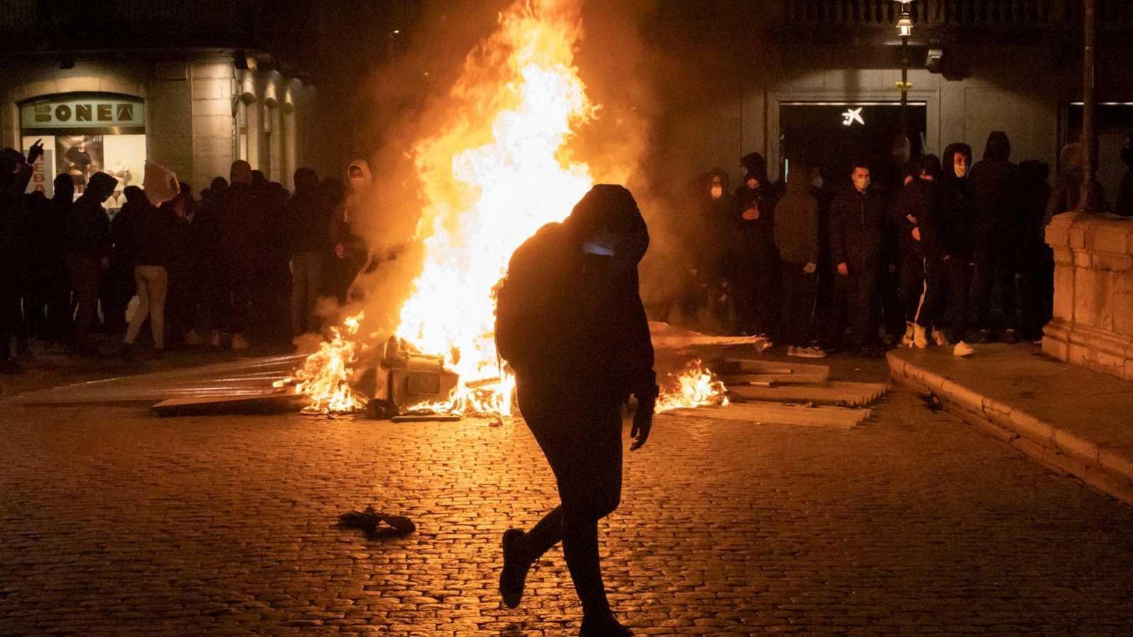 14 horas Fin de Semana - Colau apela al civismo de los manifestantes y pide que cesen los destrozos - Escuchar ahora