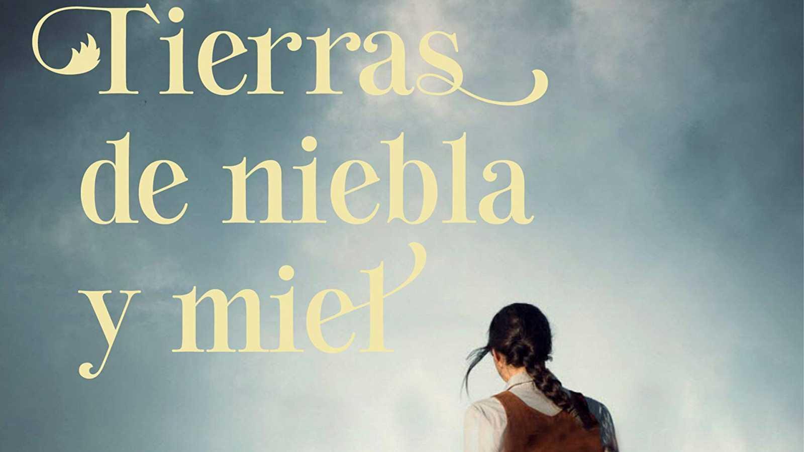 De vuelta en Radio 5 - Viajamos a Antequera con 'Tierras de niebla y miel' de Marta Abello - Escuchar ahora
