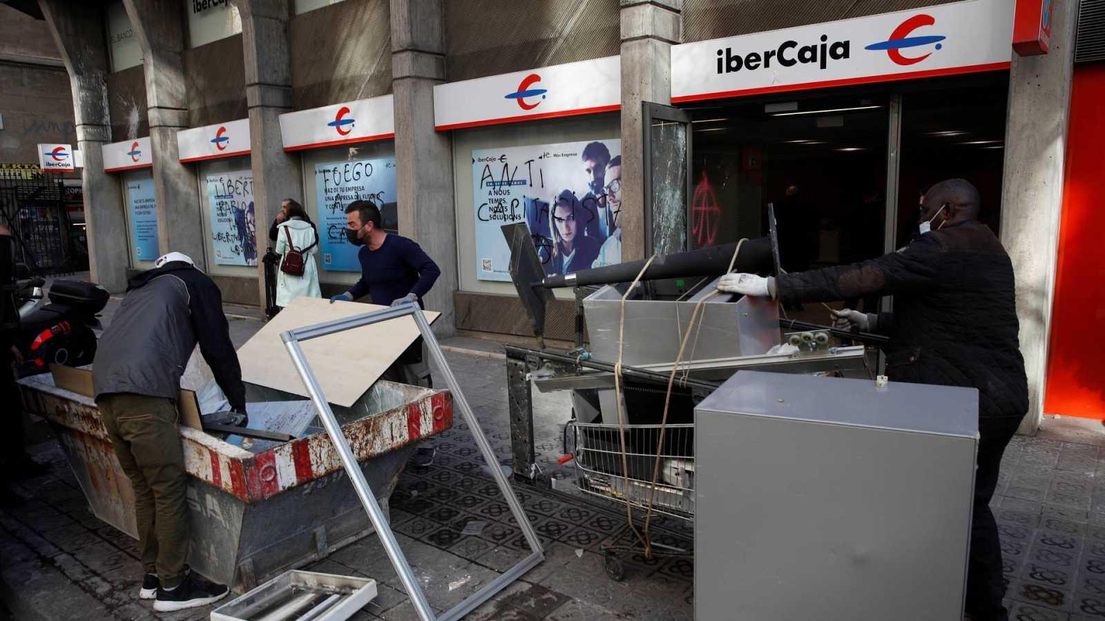 24 horas Fin de Semana - Los propietarios de establecimientos en Cataluña dicen 'basta' - Escuchar ahora