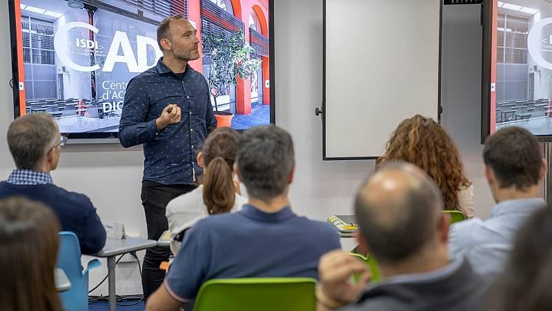 """Econòmix - Dionís Guzmán (ISDI): """"La transformació digital de les empreses té un dèficit formatiu"""""""