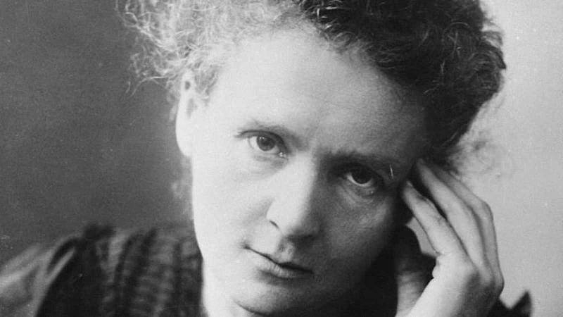 Raíz de 5 - La vida de Marie Curie con la mirada de Rosa Montero - 22/02/21 - Escuchar ahora