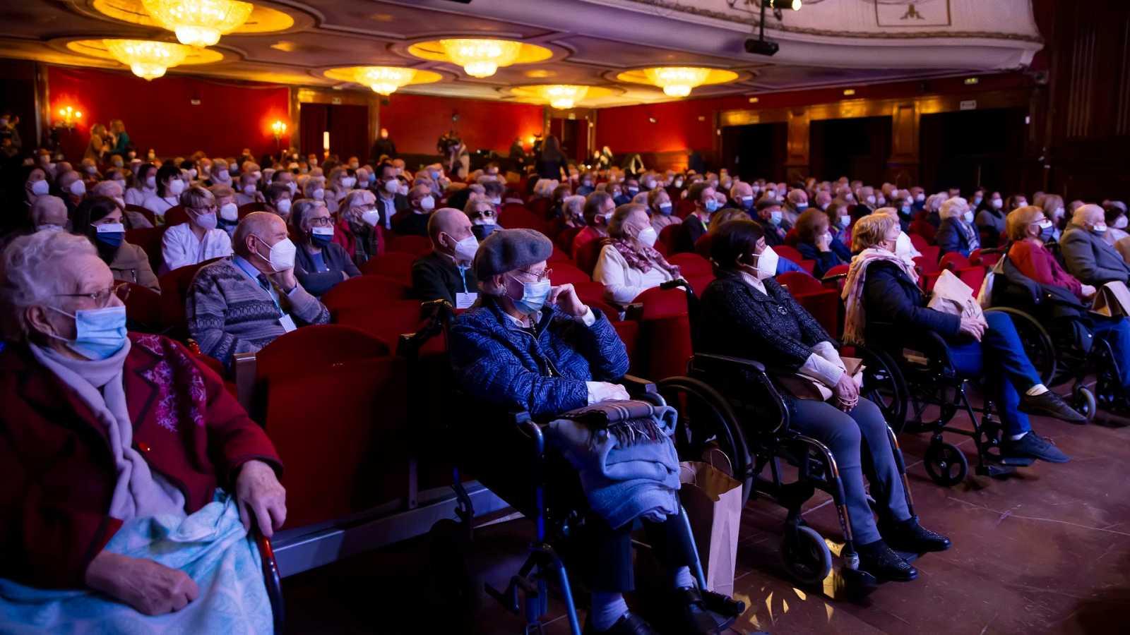 Más cerca - Doscientos mayores salen de la residencia para ir al teatro - Escuchar ahora