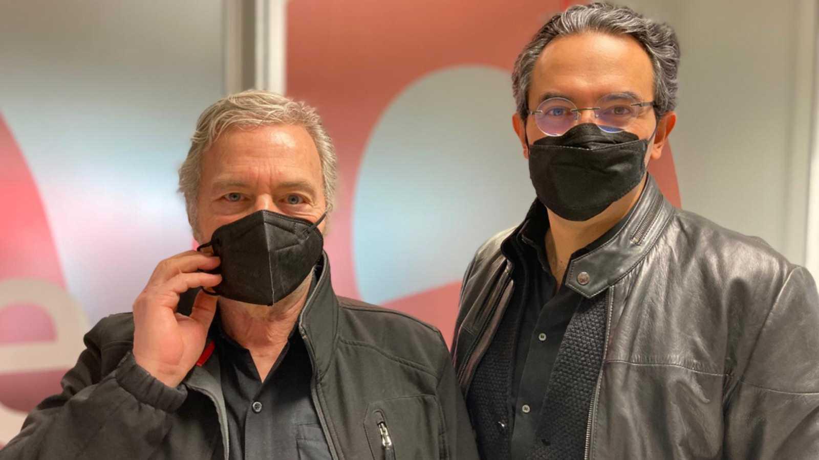 Las mañanas de RNE con Pepa Fernández - Juan Gabriel Vásquez y Sergio Cabrera, unidos por un libro - Escuchar ahora