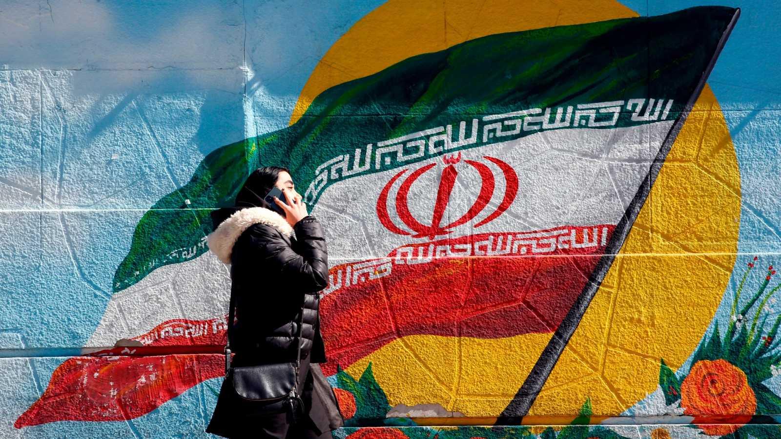 La mujer en Irán vive sometida a una discriminación política, jurídica, académica y estética, pero muchas se rebelan