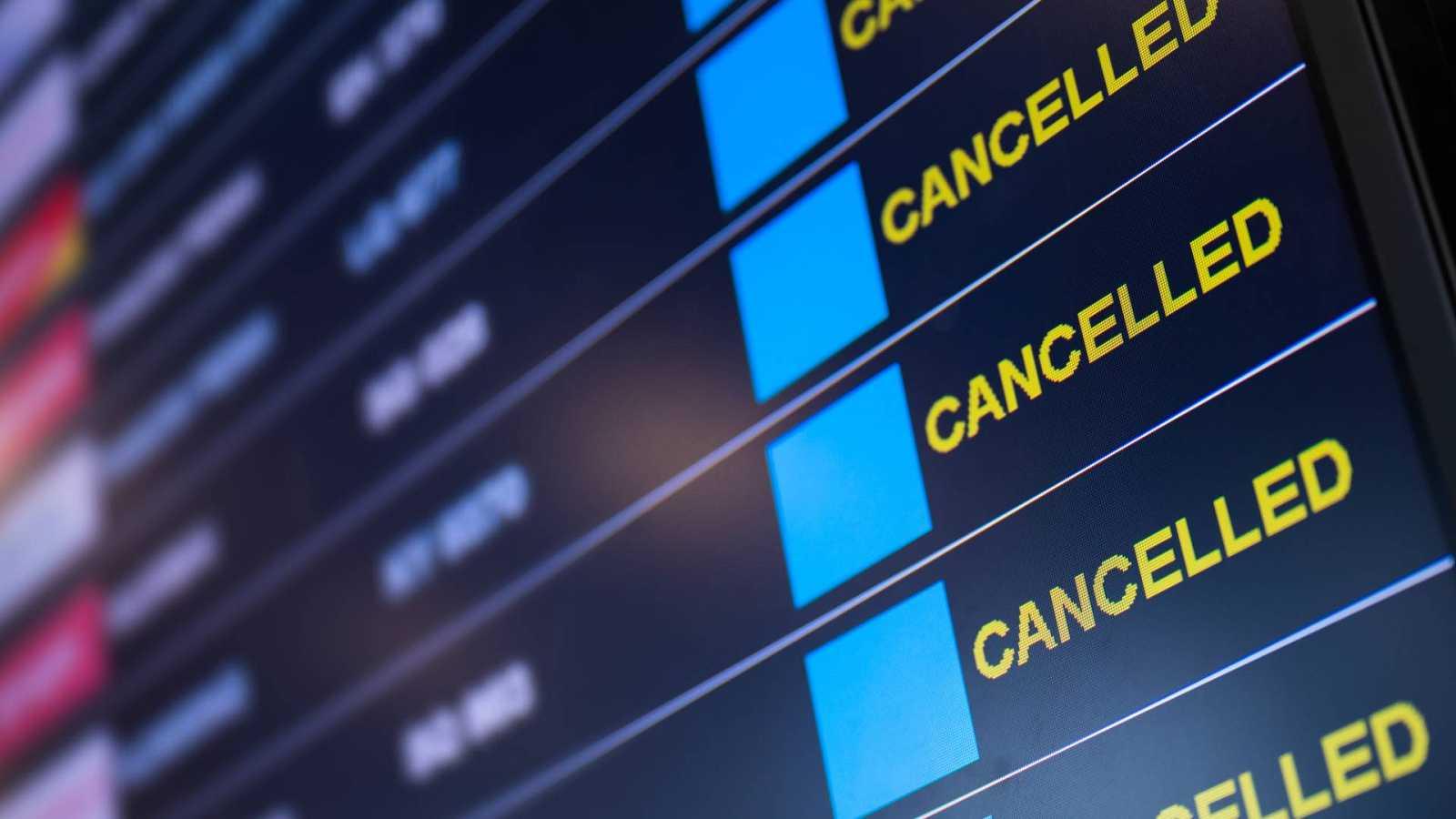 España a las 8 Fin de Semana - Las líneas aéreas suspiran por un verano más viajero - Escuchar ahora