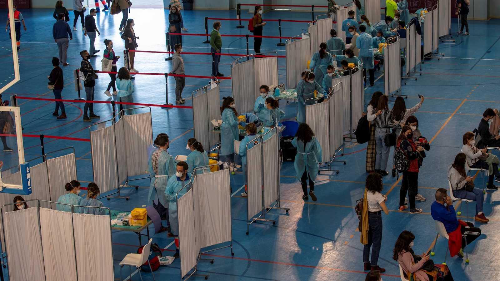 24 horas Fin de Semana - 20 horas - Más de un millón de personas están vacunadas en España dos meses después del inicio de la vacunación - Escuchar ahora